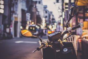 sécurité moto de nuit